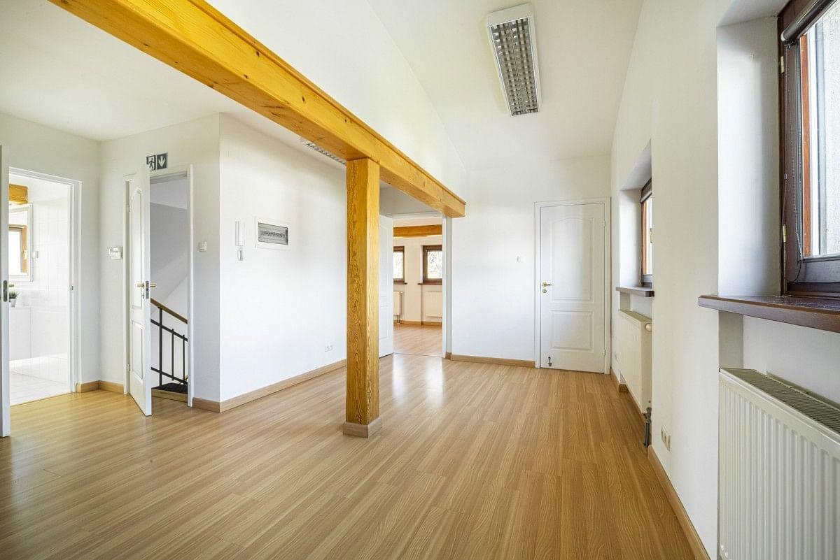 Dom 12 pokojowe na Sprzedaż