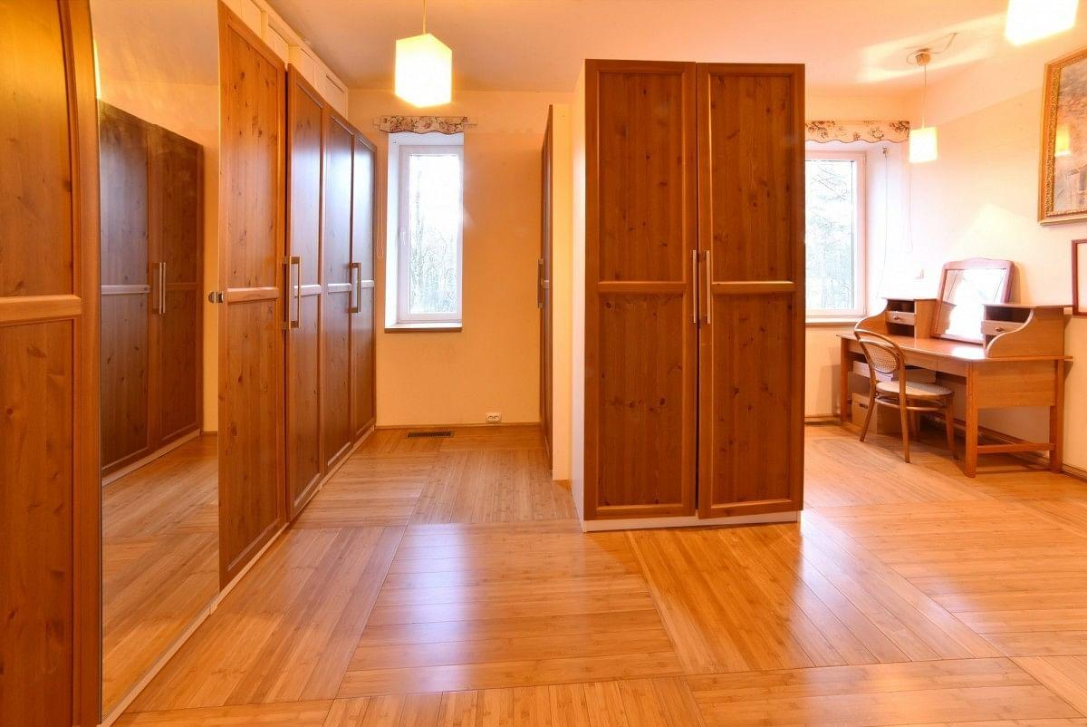 Dom 10 pokojowe na Sprzedaż