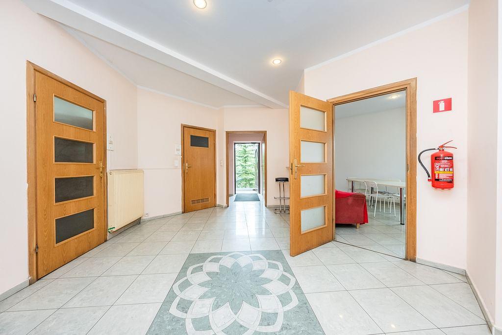 Dom 16 pokojowe na Sprzedaż